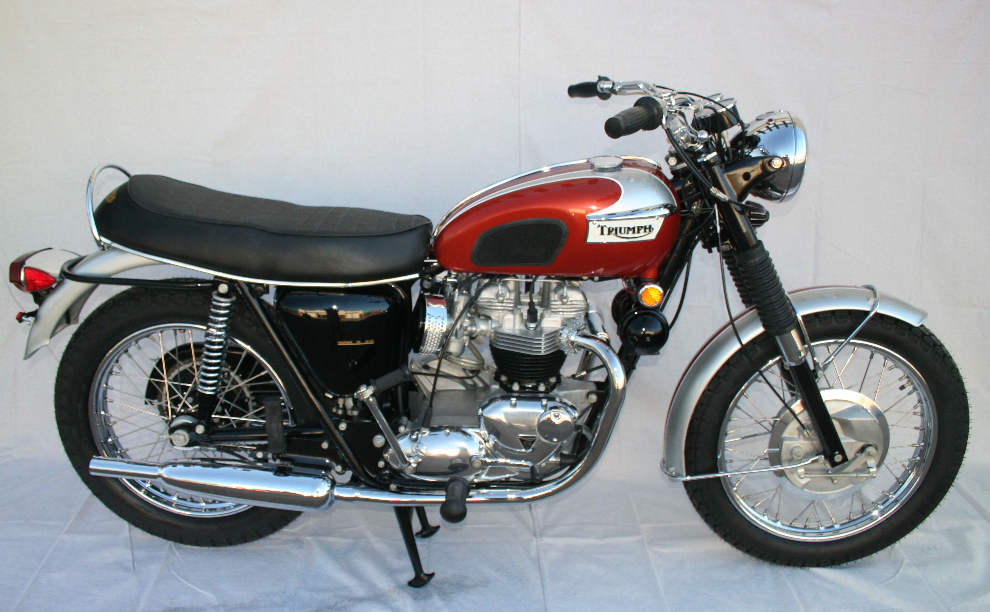 Waynes Triumph Motorcycles Sold For 17000 Gone To California